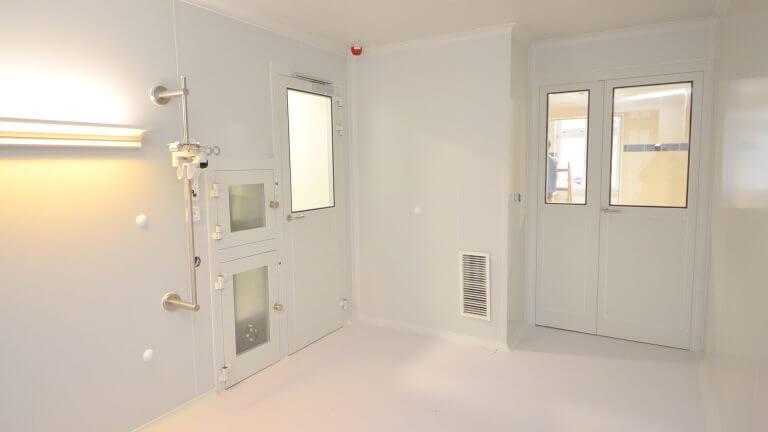 Centralized vs. decentralized clean room air handling (AHU vs. FFU) - a practical comparison